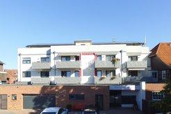 Peiner Str. in Sehnde: Mehrfamilienhaus mit 14 Wohneinheiten und 3 Gewerbeeinheiten