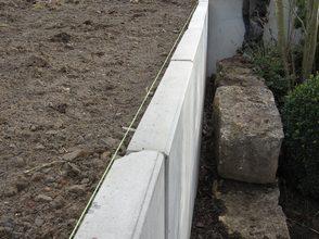 fehlende Ausrichtung und beschädigte Mauerscheiben