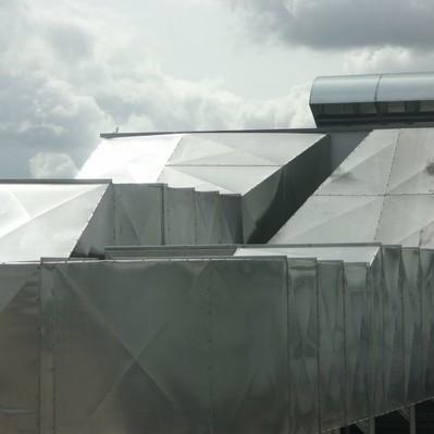 City-Park Kiel: Dämmung der Lüftungsanlage mit Mineralwolle und Blechmantel