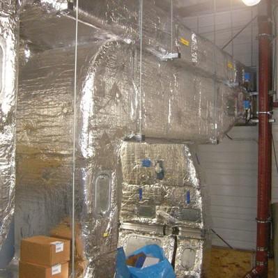 Daemmung der Lueftungsanlagen mit Mineralwolle und Aluminiumblech