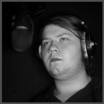 Aaron Breunig während einer Hörspiel-Produktion