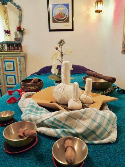 Kräuterstempel Thai Massagen - SIRINGITHA® Tantra Massage